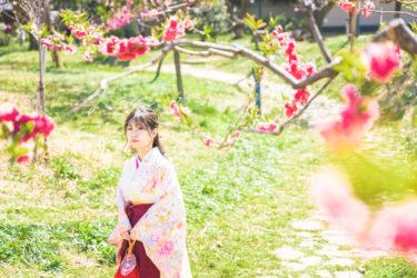 袴姿で桃や桜と卒業記念写真ロケーション出張撮影カメラマン
