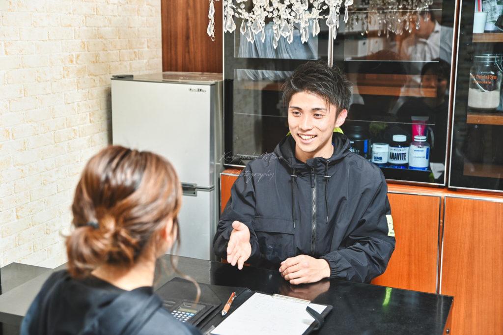 イケメンインストラクターのいる大阪市スポーツジム店舗撮影出張撮影